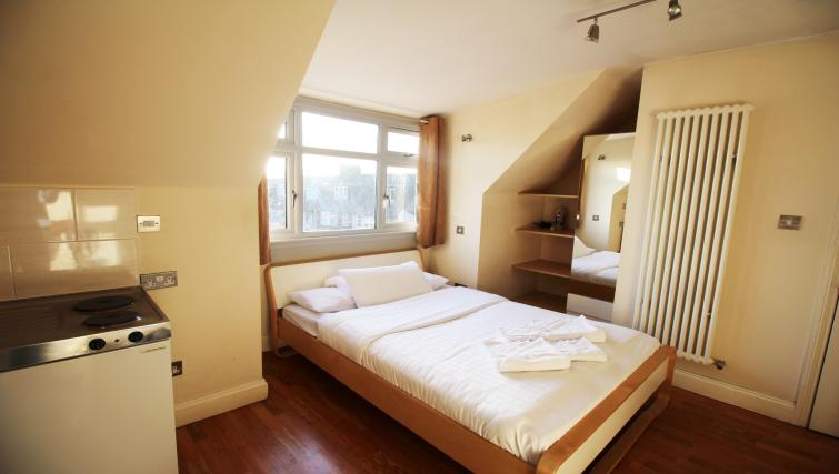 Comfortable bedroom in Hillbrook Road Apartments