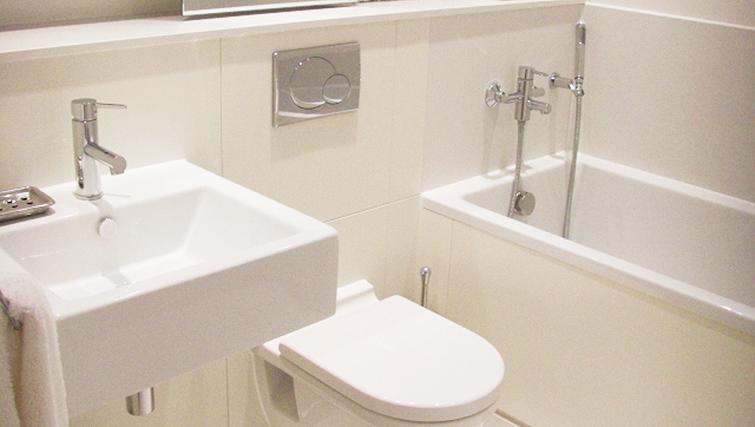 Pristine bathroom in Aqua House Kew Riverside Apartments