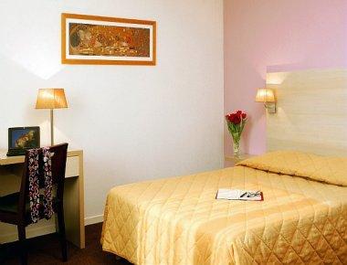 Bed at Adagio Access Avignon Apartments