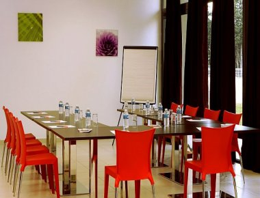 Communal eating area at Adagio Access Avignon Apartments