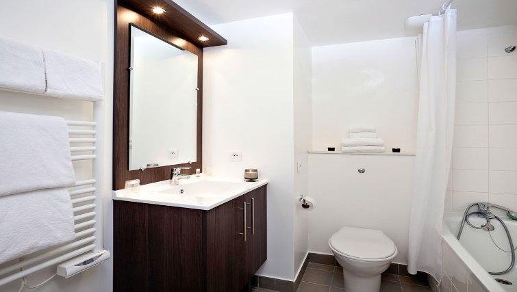 Elegant bathroom in Adagio Access Paris Asnieres