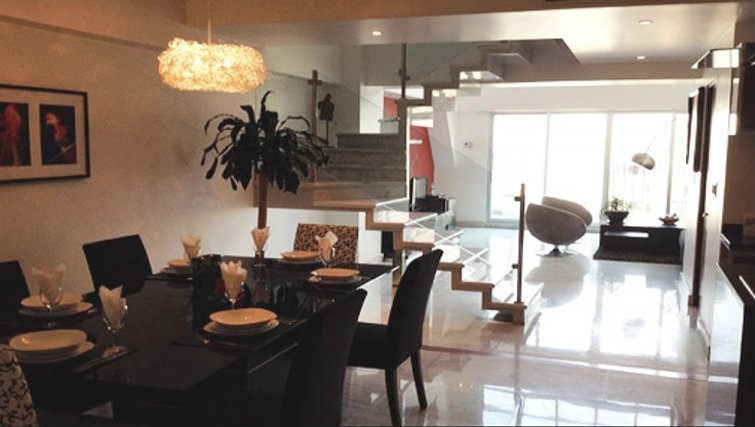 Functional dining area in St Isidro Apartments