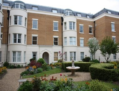 Stately exterior to Osborne House Apartment