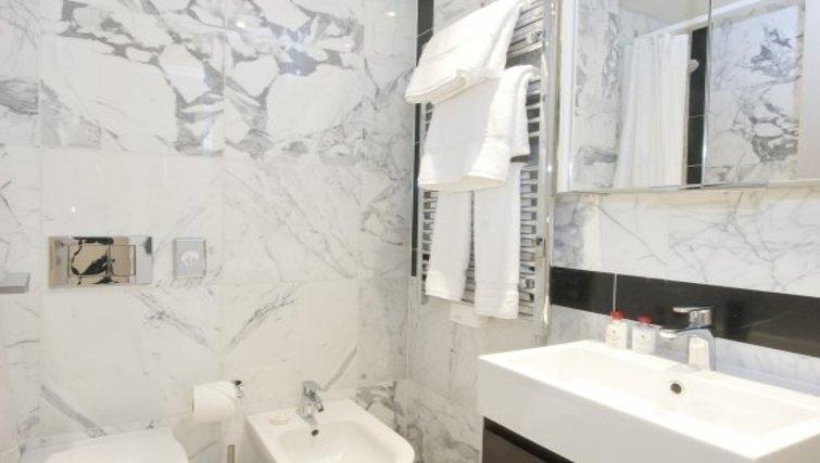 Elegant bathroom in  Claverley Court Apartments