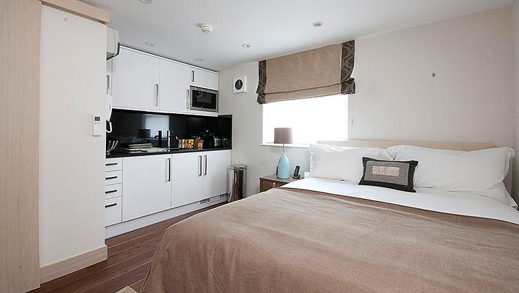 Open plan bedroom/kitchen at Claverley Court Apartments