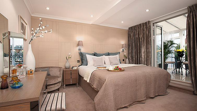 Opulent bedroom at Claverley Court Apartments