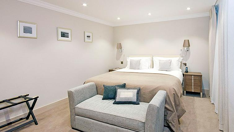 Peaceful bedroom in Claverley Court Apartments