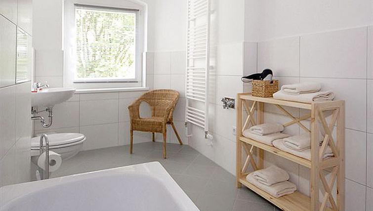 Fresh bathroom in Zehdenicker Strasse Apartments