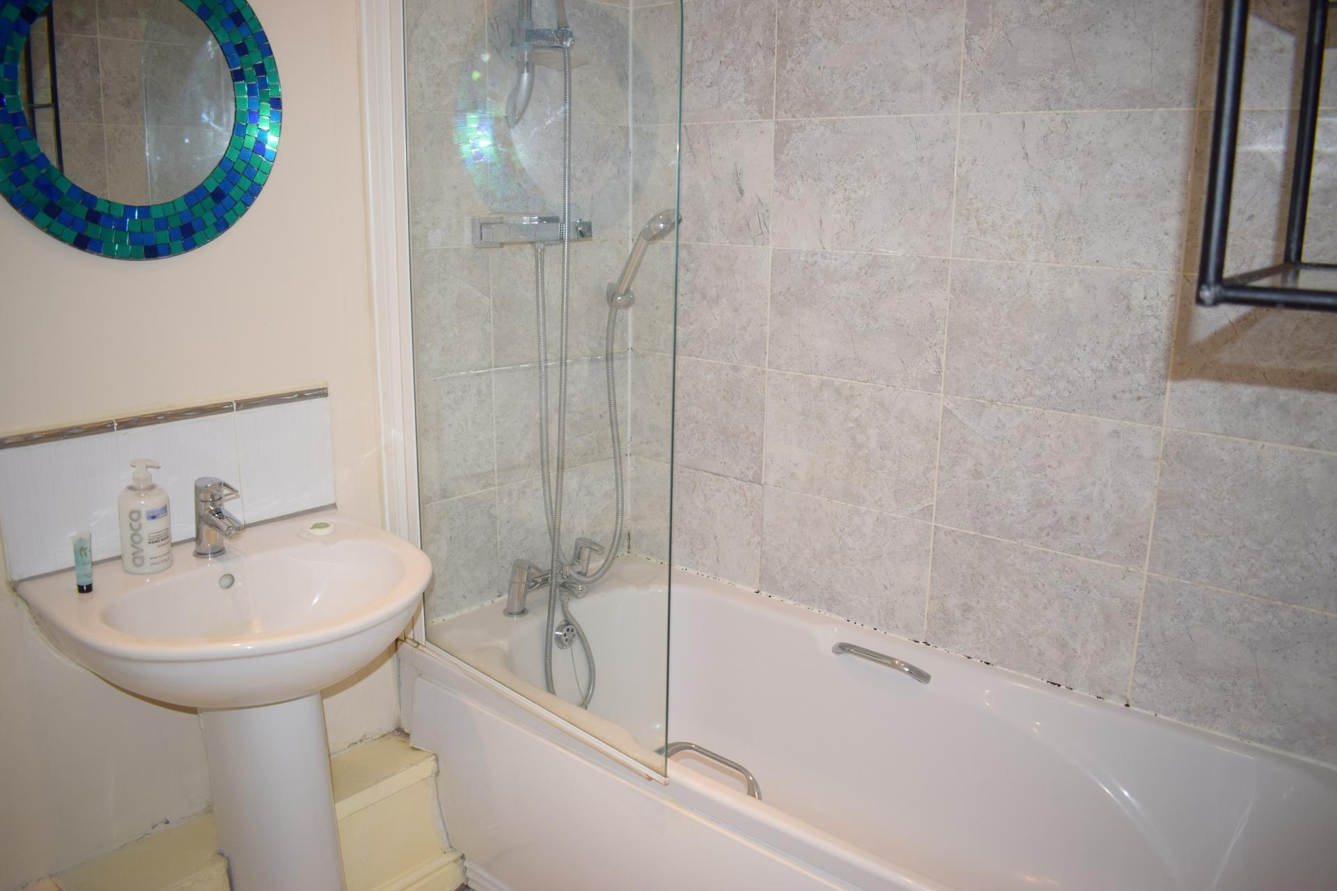 Bathroom at Queensgate Apartments, Centre, Watford