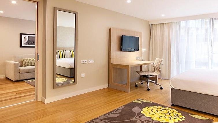 Bright living area in Residence Inn Edinburgh