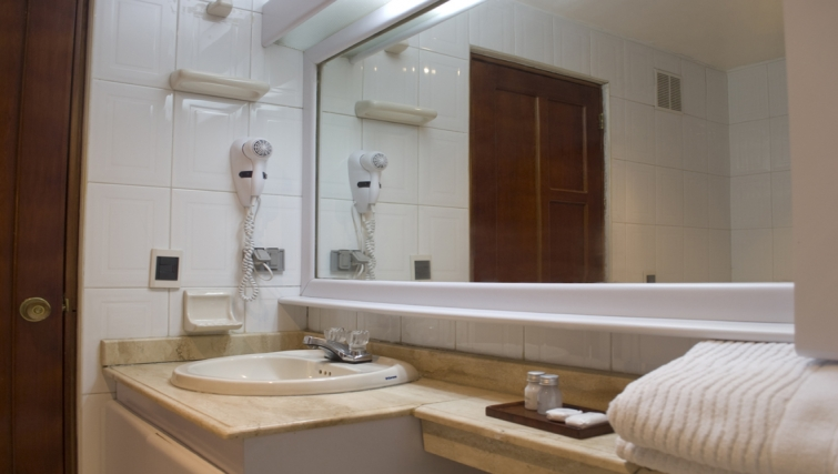 Immaculate bathroom in Arlington Place