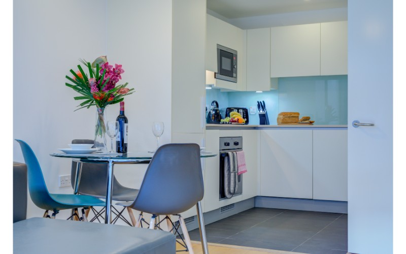 Dining table at Finzels Reach Apartments