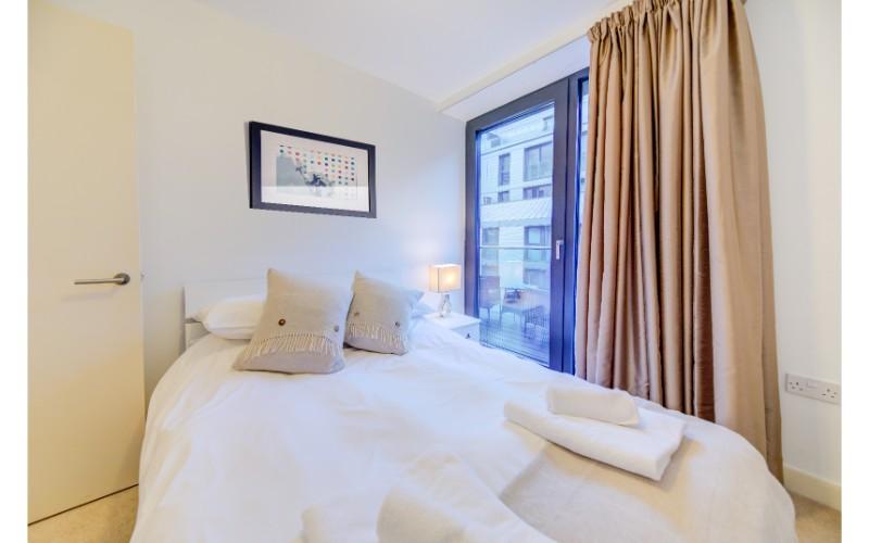 Cosy bedroom at Finzels Reach Apartments