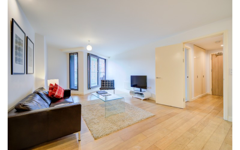 Spacious living area at Finzels Reach Apartments