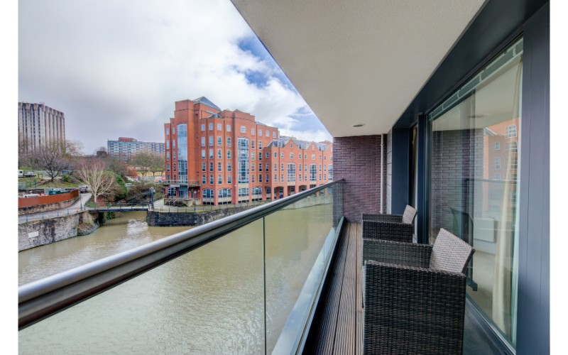 Balcony at Finzels Reach Apartments