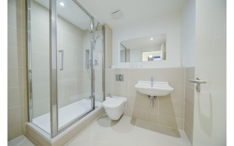 Shower at Finzels Reach Apartments