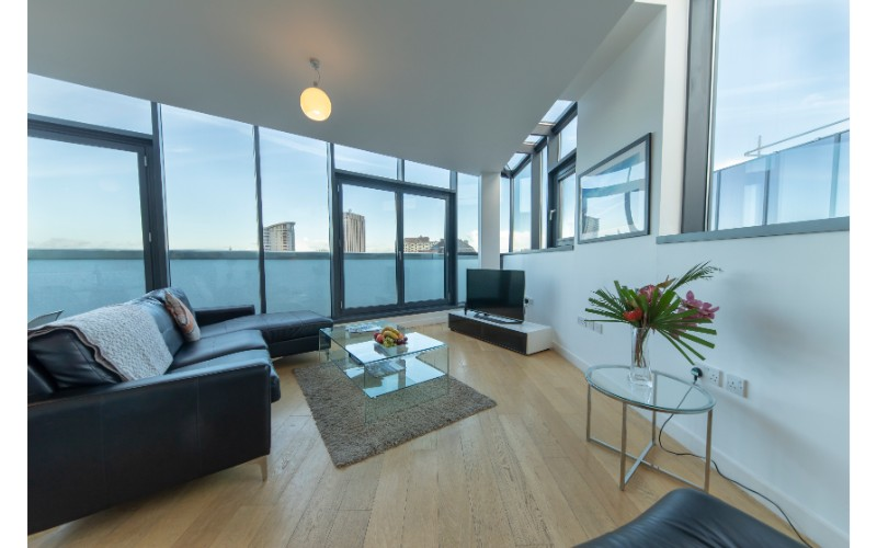Lounge at Finzels Reach Apartments
