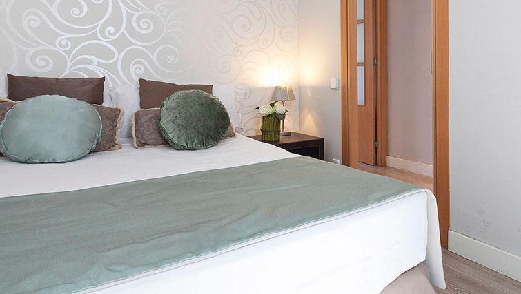 Bed at Grandom Suites Barcelona