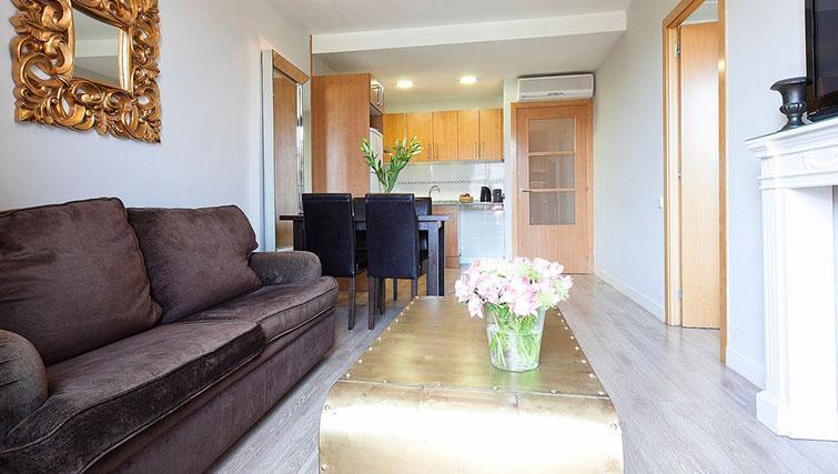 Open-plan living area at Grandom Suites Barcelona