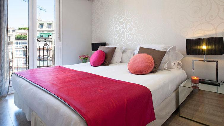 Double bed at Grandom Suites Barcelona