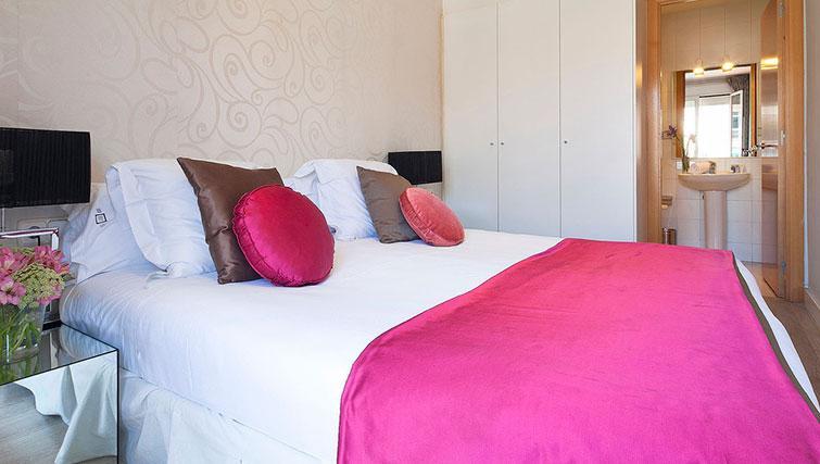 Double bedroom at Grandom Suites Barcelona