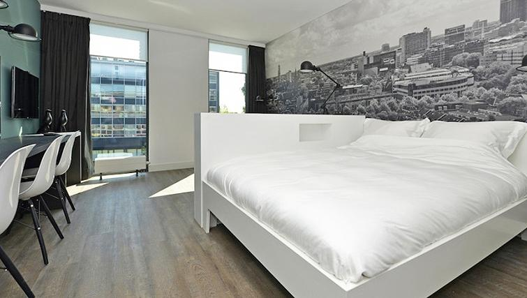 Simplistic bedroom in World Fashion Apartments - Utrecht