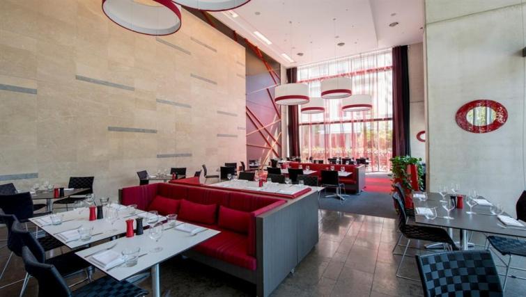 Stylish restaurant at Mantra South Bank