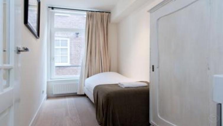 Single bed at Executive Apartments, Amsterdam
