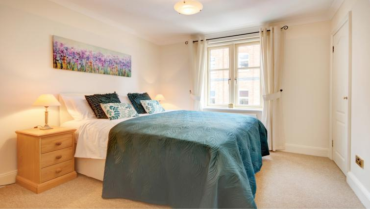Bedroom in 6 Chelsea Square Apartments