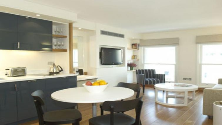 Mature dining area in Turnmill Street Apartments