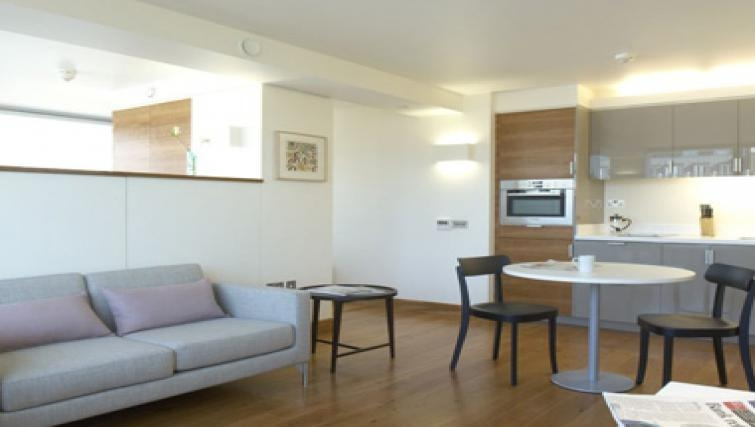 Outstanding dining area in Turnmill Street Apartments