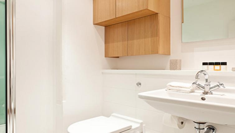White bathroom in Doughty Street