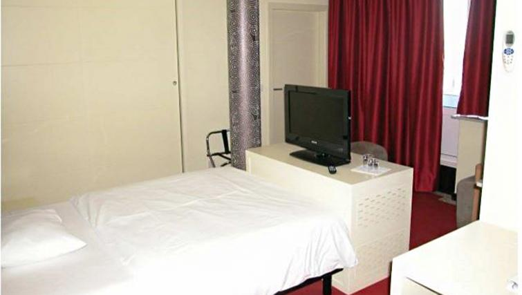 Single bed at Hotel Olivier