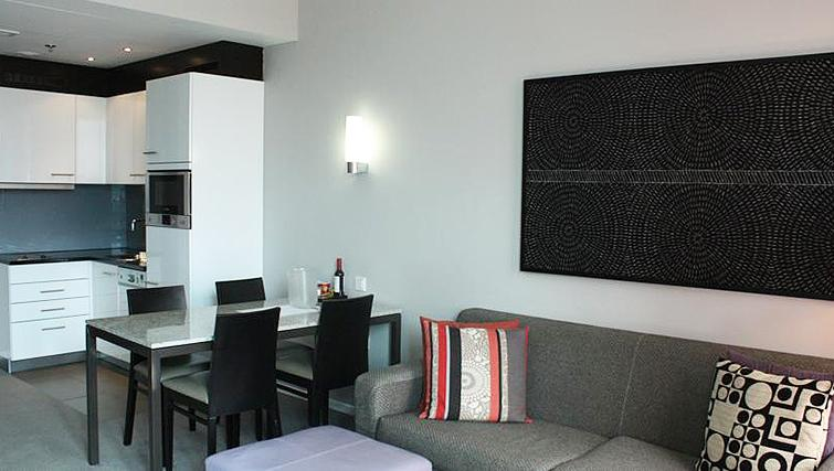 Spacious living area at Adina Apartment Hotel Frankfurt Neue Oper