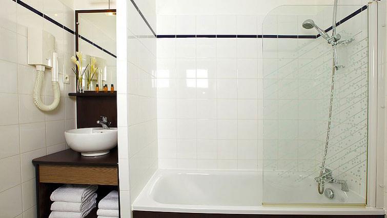Bathroom in Appart City Paris Clichy Mairie