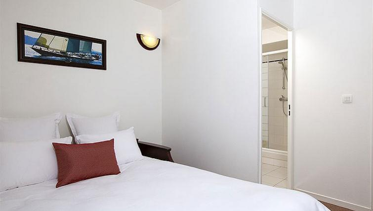Cosy bedroom in Appart City Paris Clichy Mairie