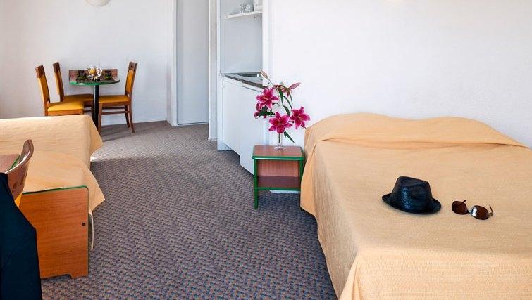 Ideal bedroom in Adagio Access La Defense Place Charras