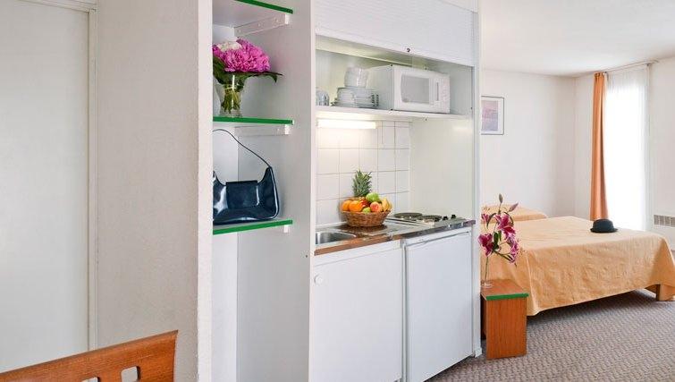 Compact kitchen in Adagio Access La Defense Place Charras