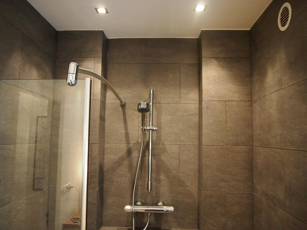 Shower at Cocoon Apartment, Centre, Rotterdam