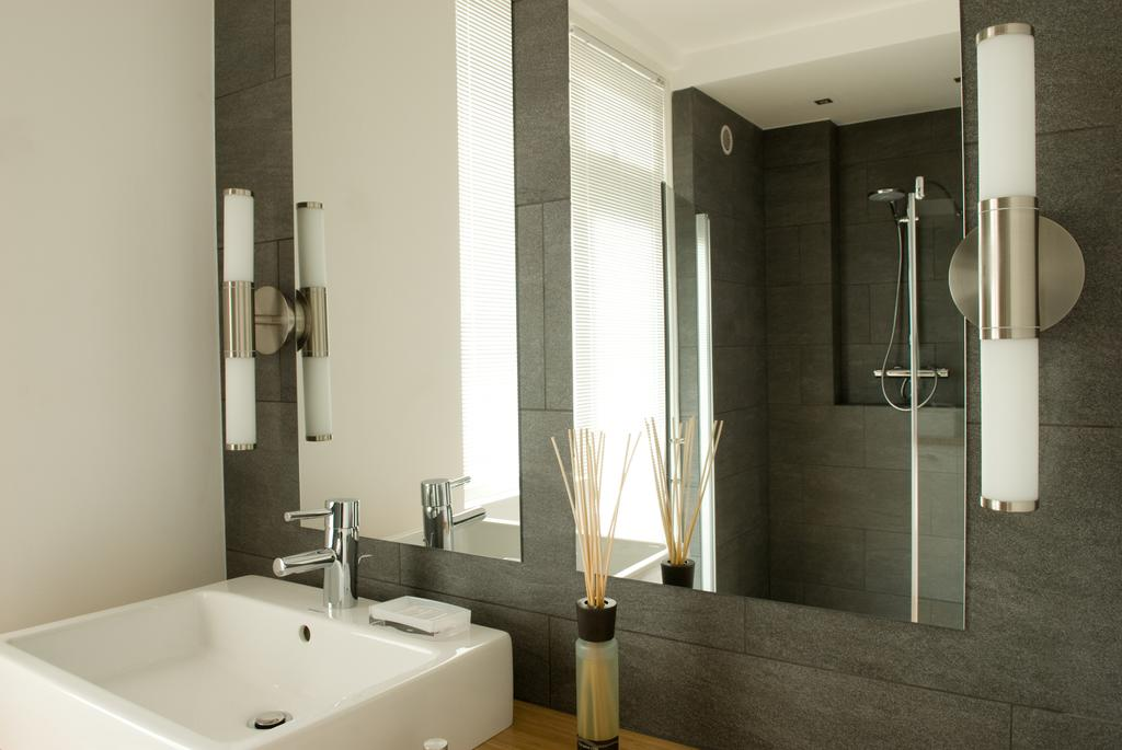 Bathroom at Cocoon Apartment, Centre, Rotterdam