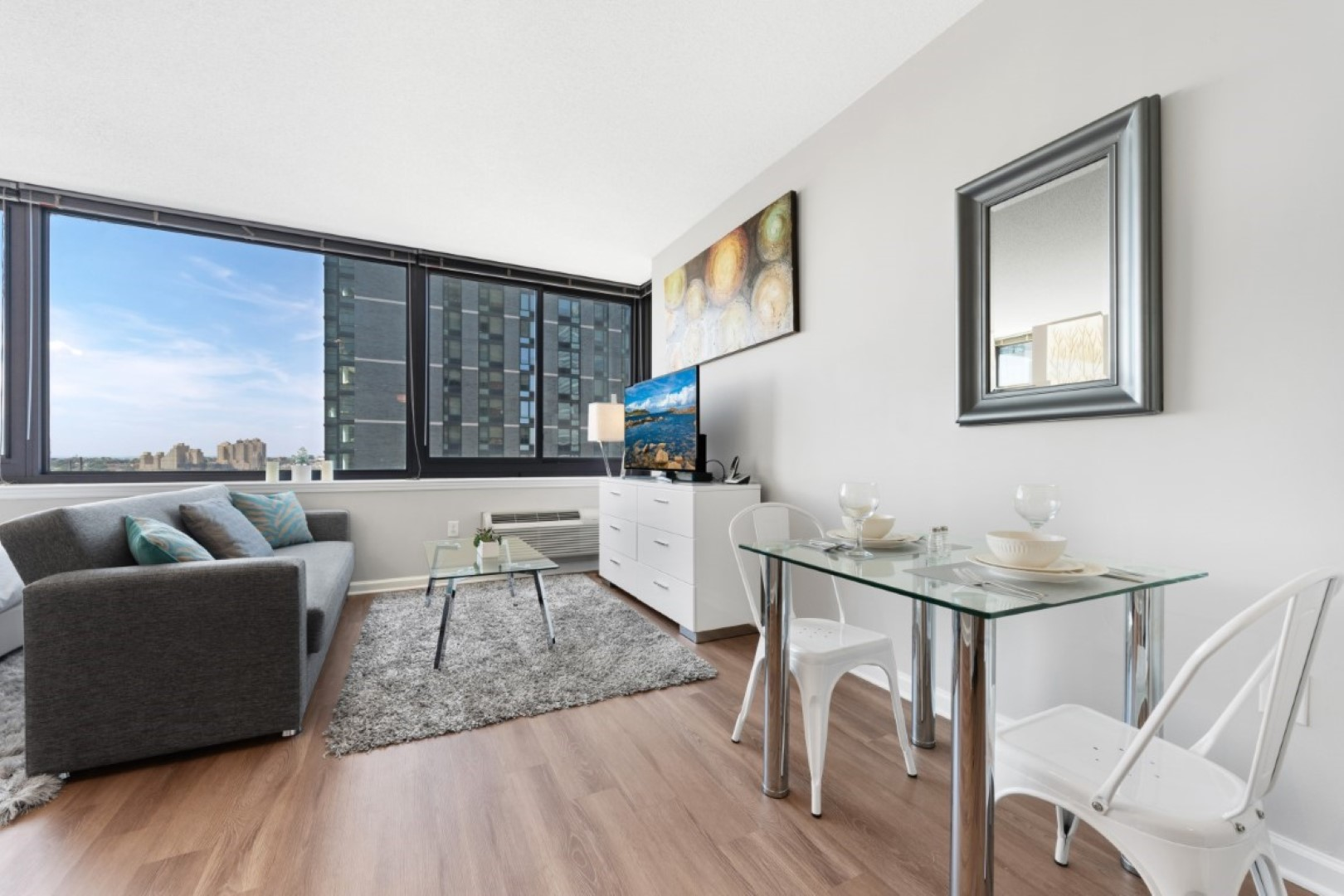 Dining area at Monaco Apartments, Centre, Jersey City