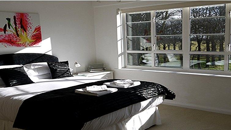 Comfortable bedroom in Moor Court Apartment