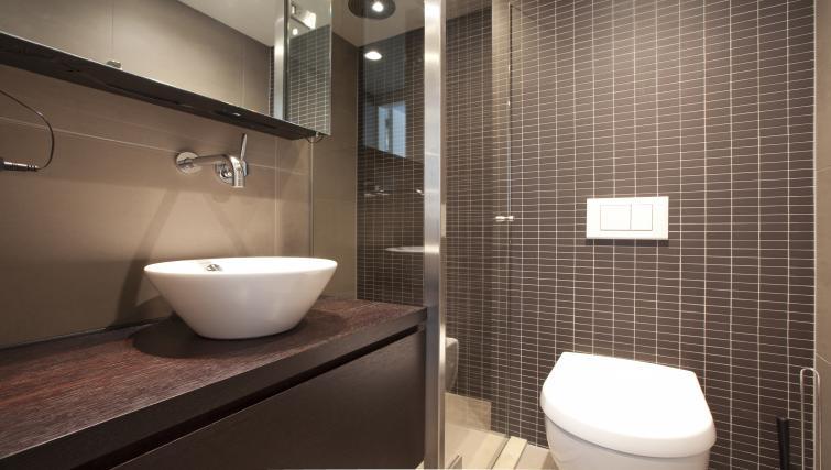 Pristine bathroom at Charles Studios, Amsterdam