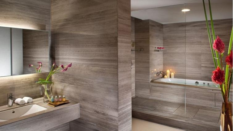 Spectacular bathroom in Ascott Maillen Apartments