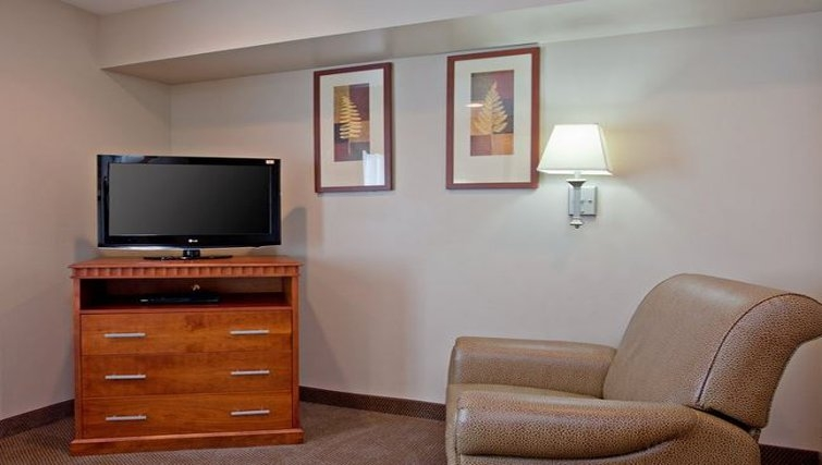 Living area in Candlewood Suites LAX Hawthorne