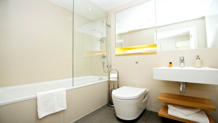 Clean bathroom in Staycity London Heathrow