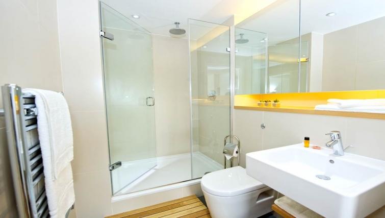 Modern bathroom in Staycity London Heathrow