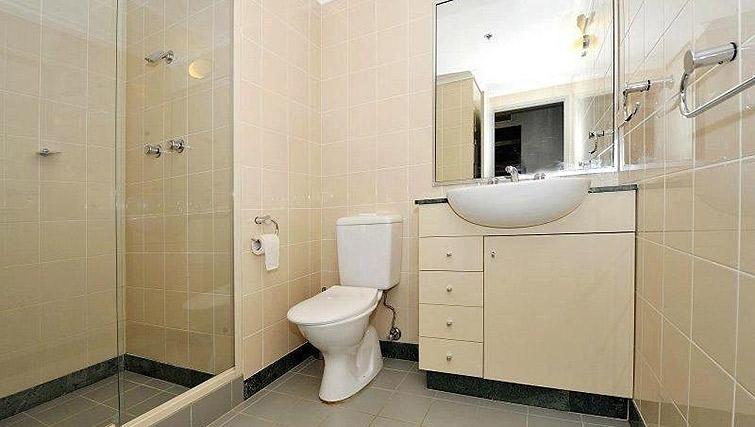 Large bathroom at Astra Apartments Sydney CBD Aston