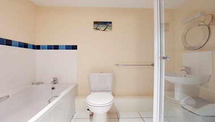 Pristine bathroom in Mandara Point Apartments