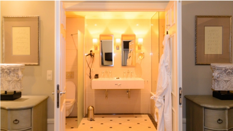 Desirable bathroom in Stanhope Residence Apartments